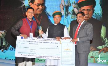 eft-to-Right-Vikramjiet-Isha-Volunteer-Union-Minister-Shri-Arjun-Ram-Meghwal-and-Secretary-Shri-U-P-Singh-Ministry-of-Water-Resources-River-Develo