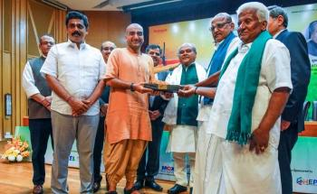 "Union Agriculture Minister presents ""Best FPO"" Award to Velliangiri Uzhavan"